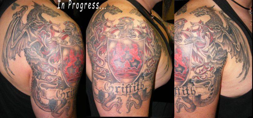 Marvelous Family Crest n Dragon Tattoo On Shoulder For Girls