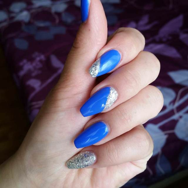 Mind Blowing Blue Nail Art With Silver Coting