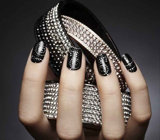 Most Stunning Black Nail Art Design With Dotted Design