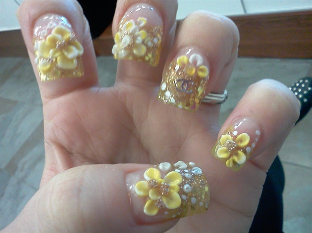 Nice Yellow Color Flower With Diamond Design 3D Nail Art