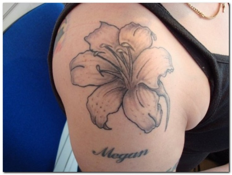 Out Standing Hibiscus Tattoo Design On Shoulder For Boys