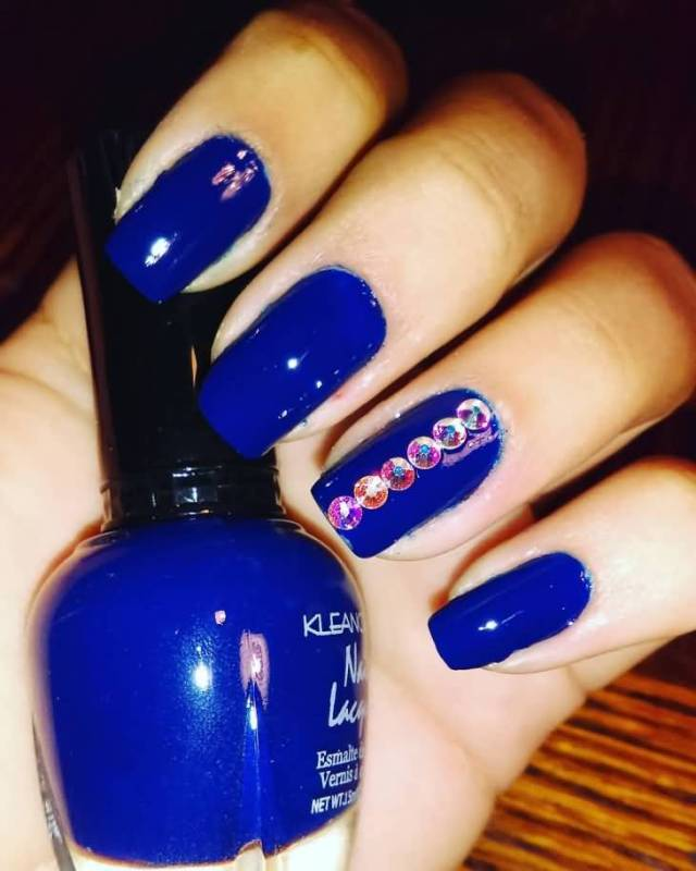 Sparkling Blue Nail With Crystal