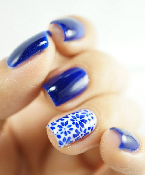 Tremendous Blue Nail Art With Small Flower