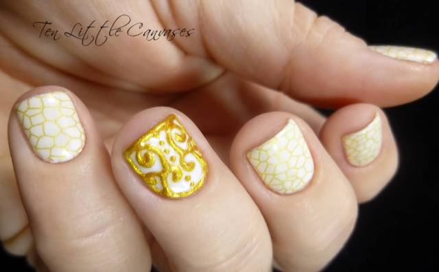 Ultimate Golden Design Accent Nail Design