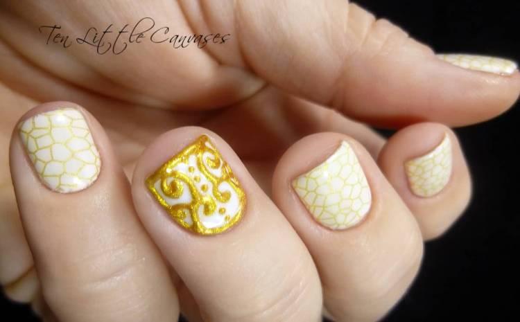 Ultimate Golden Design Accent Nail Design