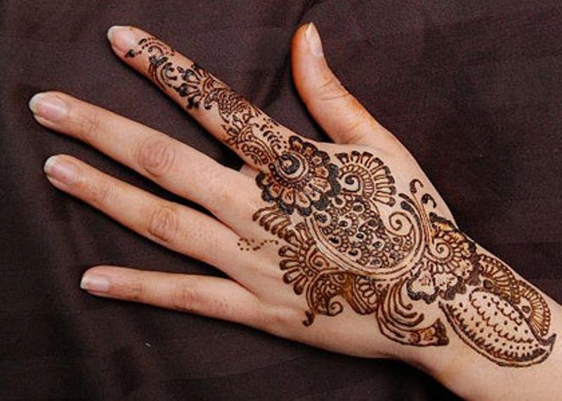 Weird Simple Henna Tattoo On Hand For Girls