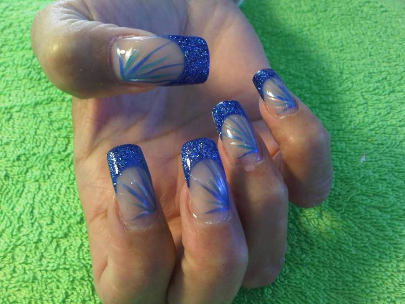 Wonderful Blue Nail Art With Sparkling Design