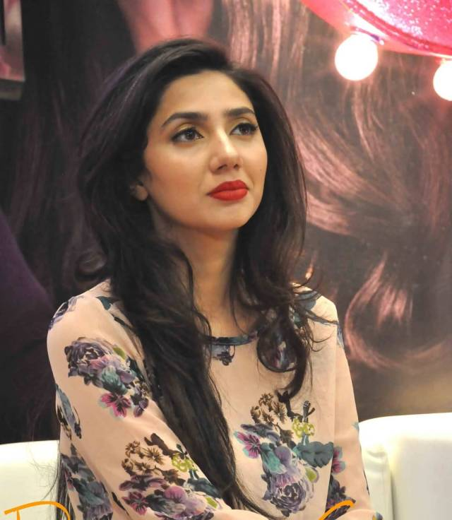 fabulous Mahira Khan in fashion show