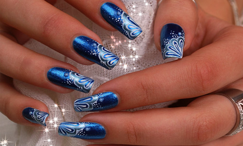 Fabulous Blue Nails With Whirl Design