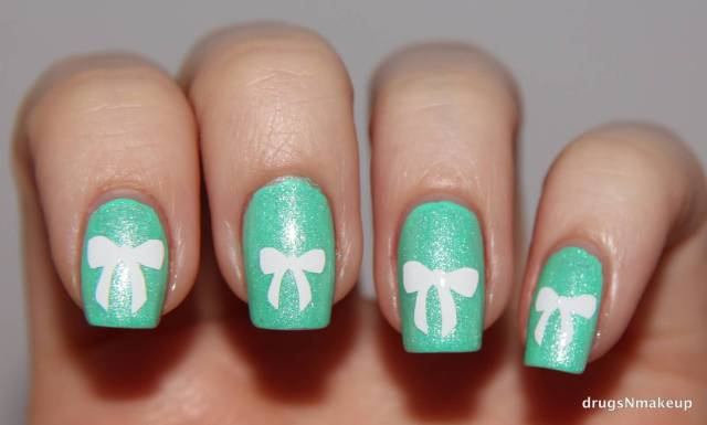 Fabulous Bow Nails With Green Paint