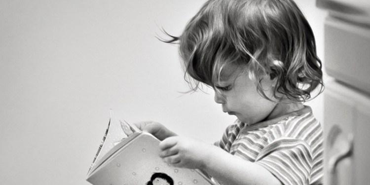 Niño_leyendo_cuento