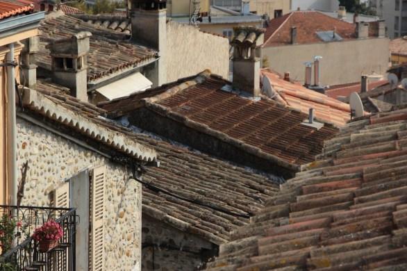 Über den Dächern von Cagnières-sur-Mer