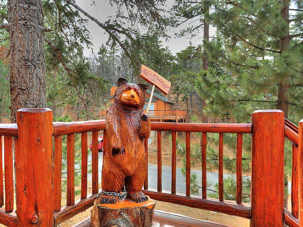 Adorable Bears warn you not to come to close at this fun mountain home.