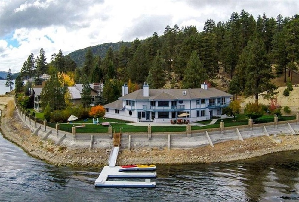 Gorgeous Lakefront Estate with a View.