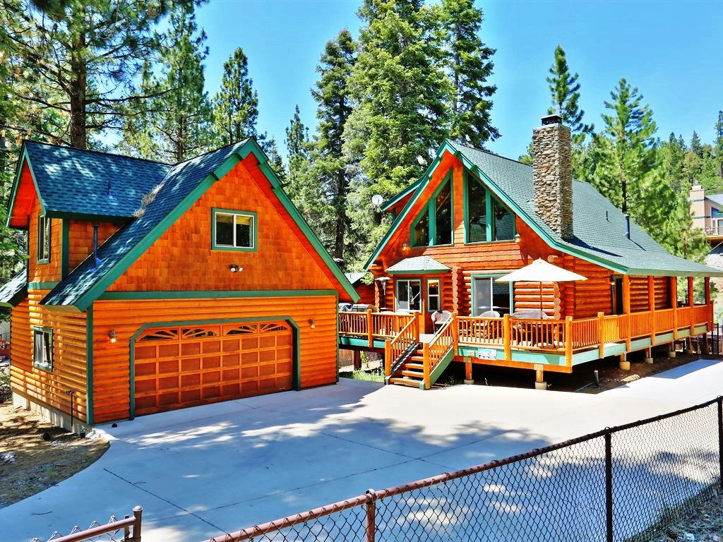 This amazing property is guaranteed to make your stay in Big Bear quality! It includes four bedrooms, a beautiful kitchen, a spacious living room, three bathrooms, and more.