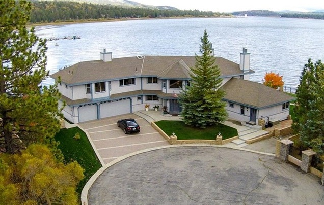 Gorgeous Lakefront Estate 6 Bedrooms, 6.5 Bathrooms, Sleeps 16