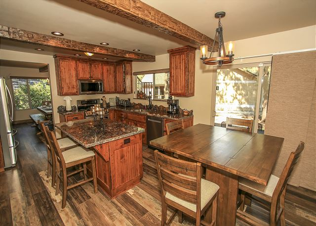 Gorgeous modern dining & kitchen.