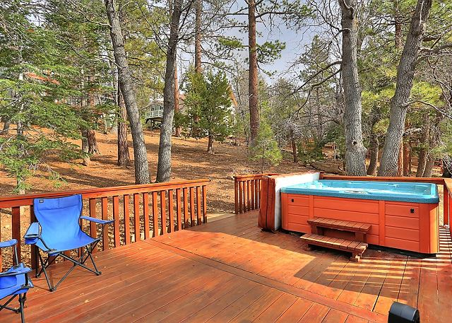 Spend the day relaxing and entertaining, or imagine sitting in a hot spa on a cool Big Bear night, gazing at the stars. This is where Big Bear moments are made.