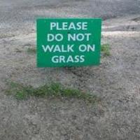 Please DO NOT walk on the Grass