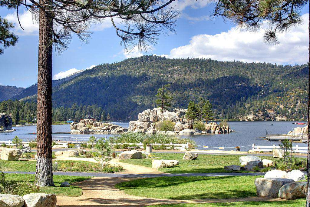 New Boulder Bay Park is a 2 min walk