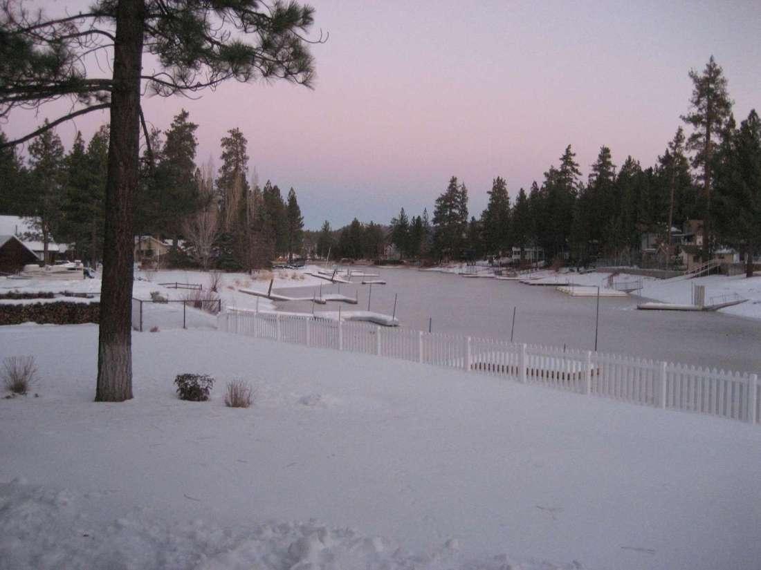 Winter Wonderland!  Big fenced backyard for snow fun!