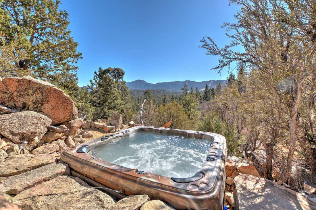 Surrounded by boulders...settle in the large hot tub as you look over the nature preserve!