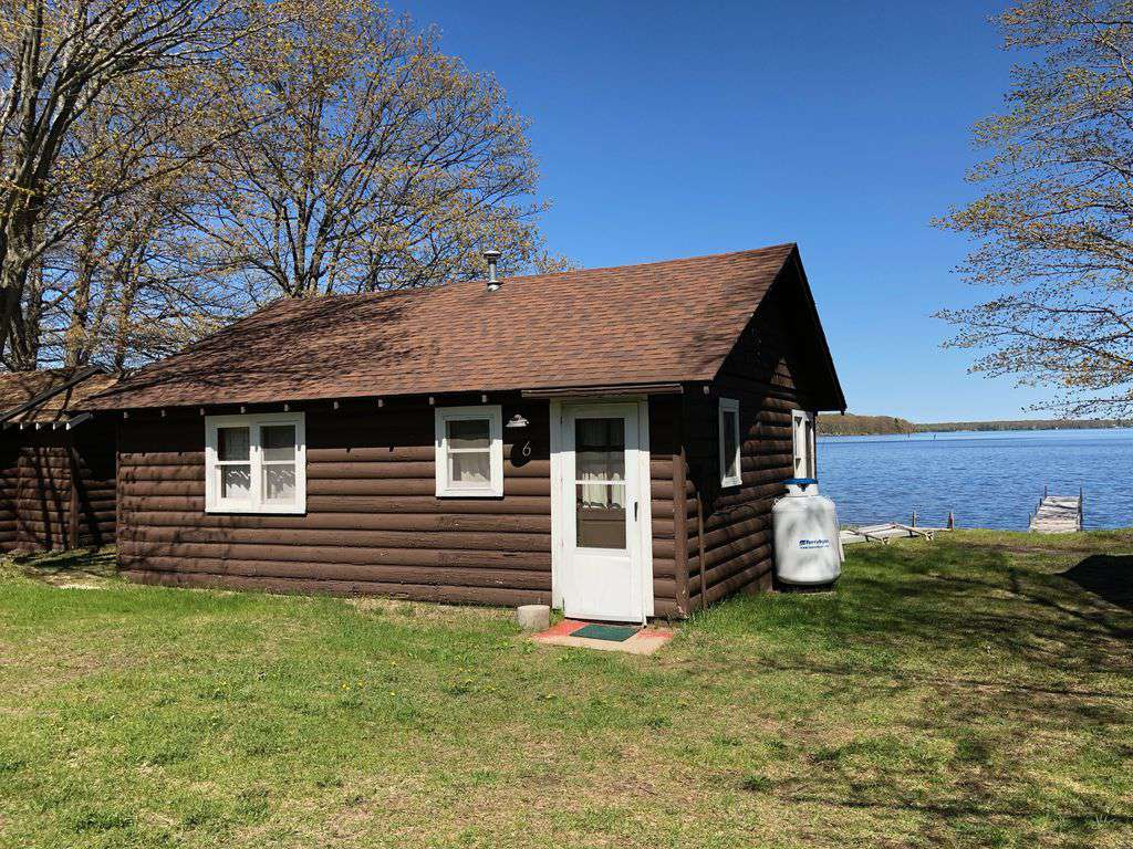 """Cabin #6 – """"Wapashuwi"""" - property"""