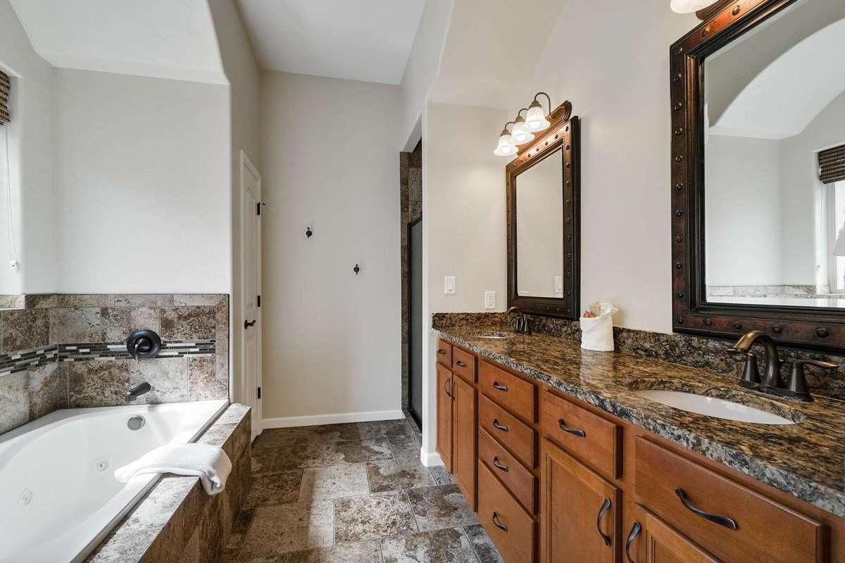 Black Bear IV Master Bathroom