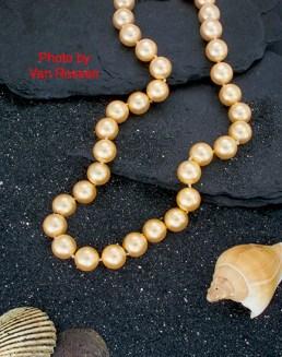 Pearls_Black_Sand