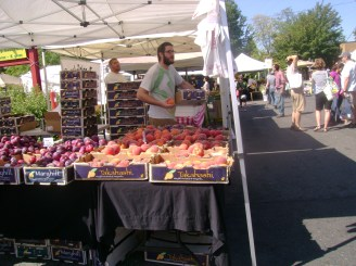 farmers market the peach guys