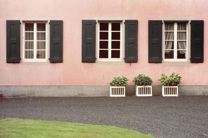 Fotografi famosi - Luigi Ghirri, colazione sull'erba