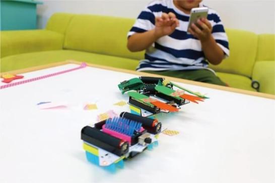 ロボットをオリジナルにデコレーション。お友達とのロボットレースにも。