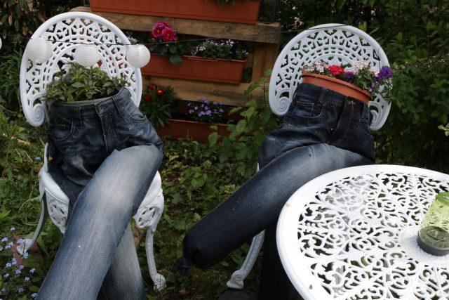 Alte Jeans mit neuen Leben - Blumenkübel der besonderen Art :)