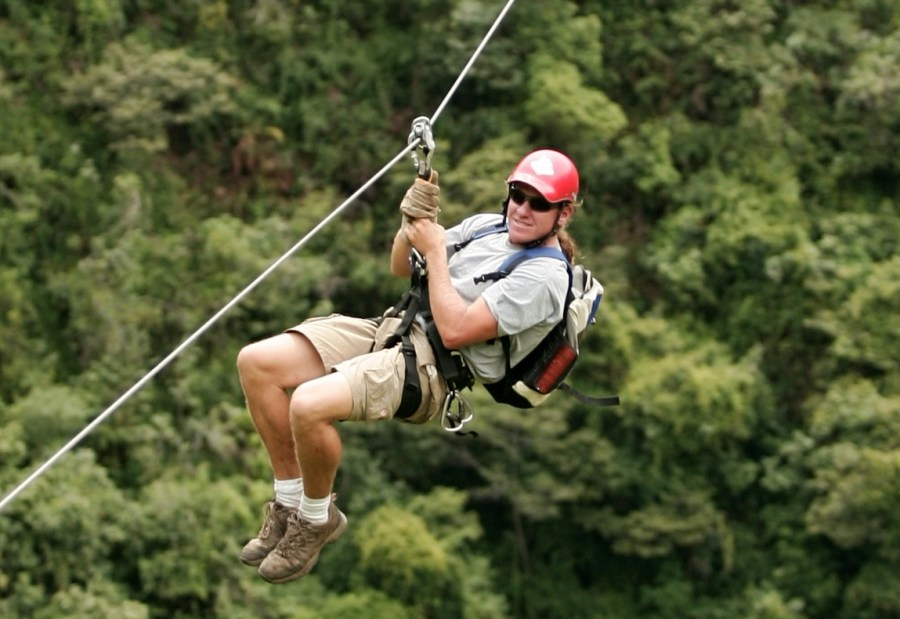 Inca Jungle Trail - Man ziplining.