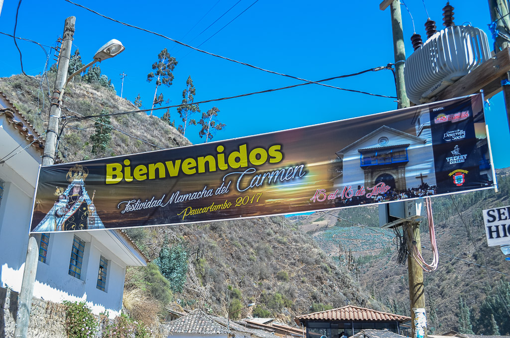 Street sign welcoming visitors to the Virgin del Carmen Festival 2017