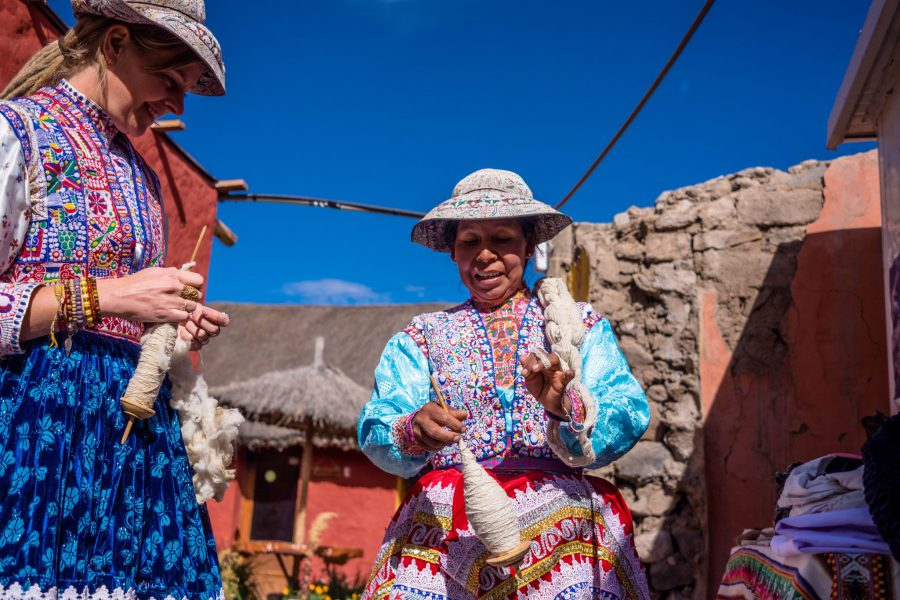Homestay tours in Colca Canyon - Wool spinning in Yanque.