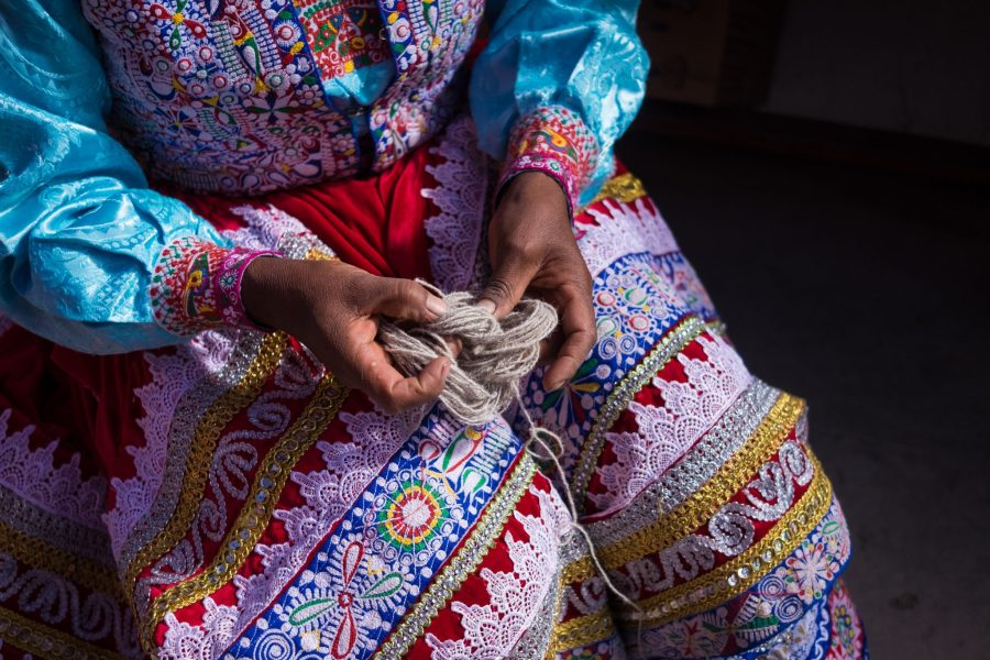 Homestay tours in Colca Canyon - Wool demonstration.