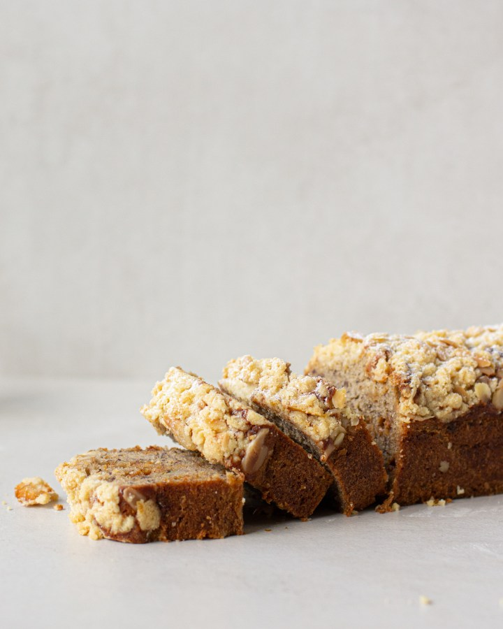 עוגת בננות ושוקולד לבן מקורמל