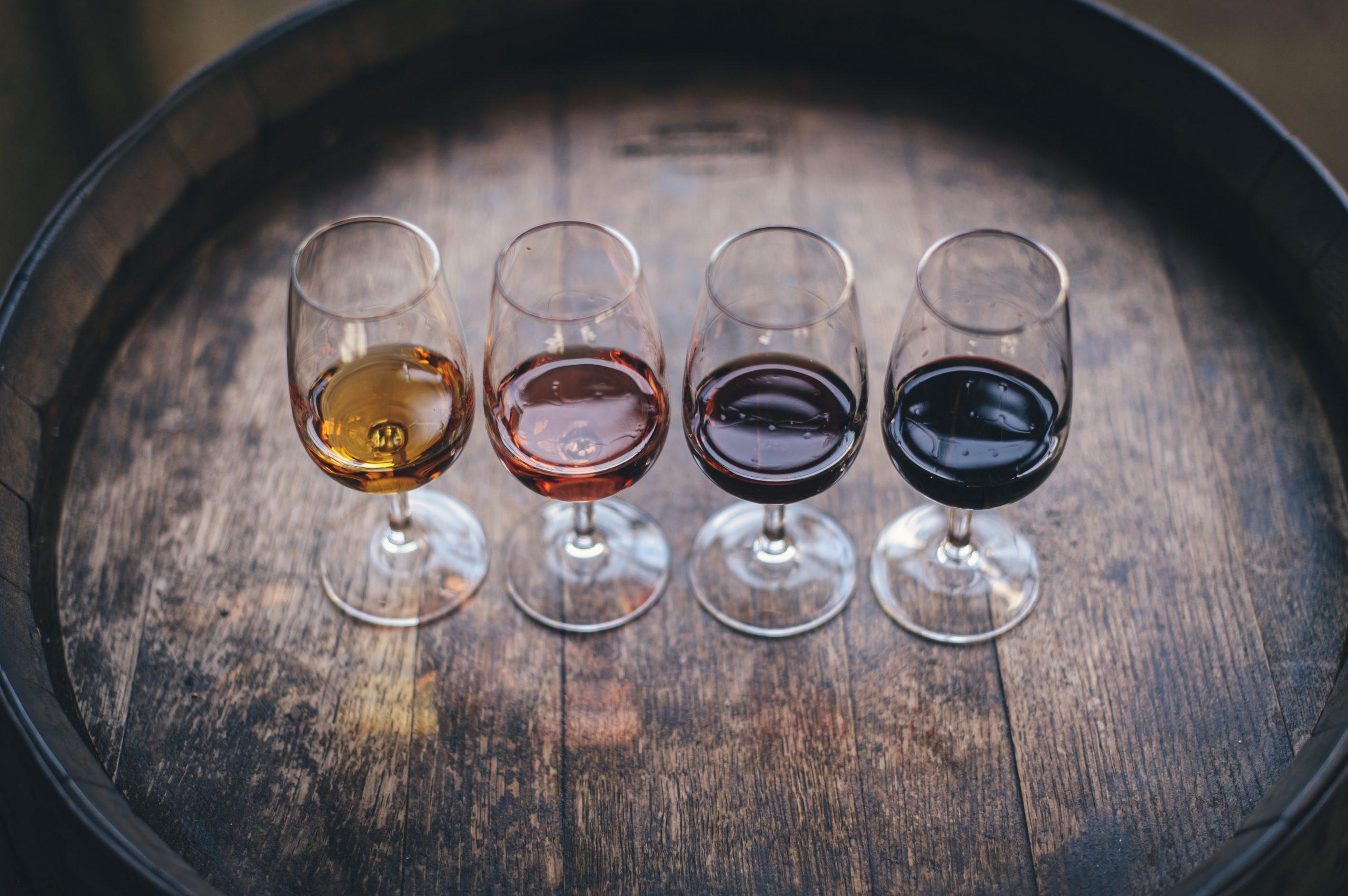 Het combineren van je diner met de juiste wijn in een restaurant