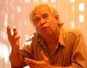 El poeta Rodolfo Hinostroza será el encargado de presentar la colección