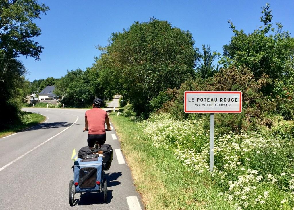le poteau rouge vélo randonnée