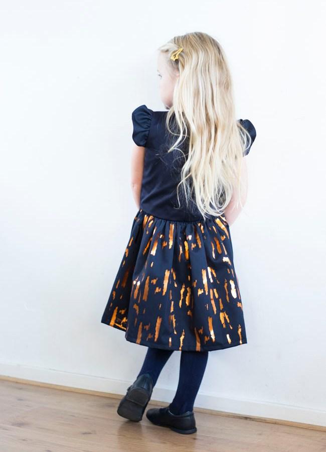 Hanami Dress Pattern by Straightgrain - Loxia Fabric by Lotte Martens - Sewn by Pienkel