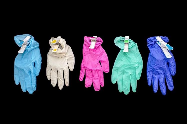Cómo poner y quitarse los guantes de un solo uso