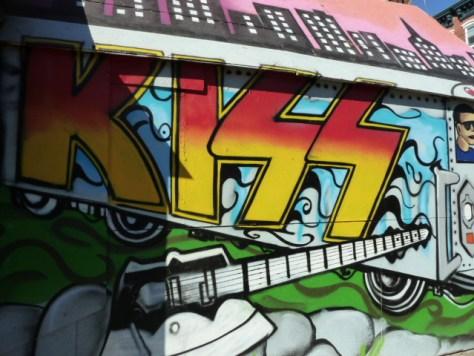 kiss mural, new york city murals