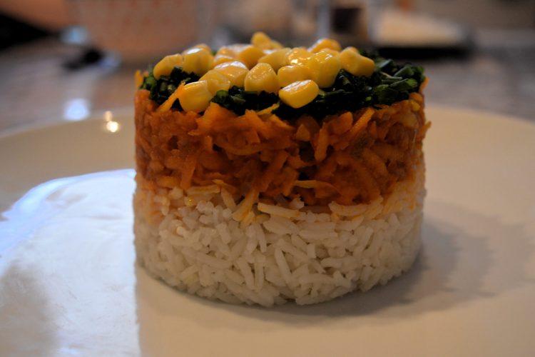 piramida z ryzu, marchewki i kukurydzy