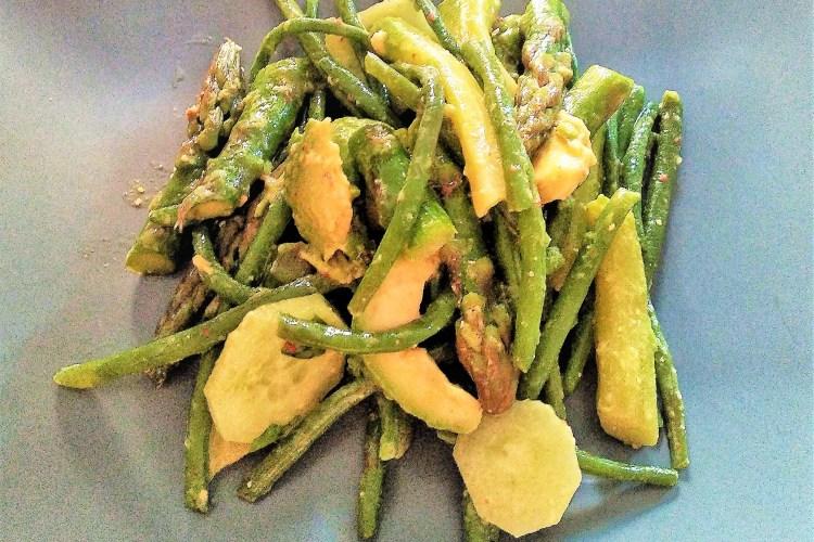 salade, haricots verts, asperges, concombre, avocat