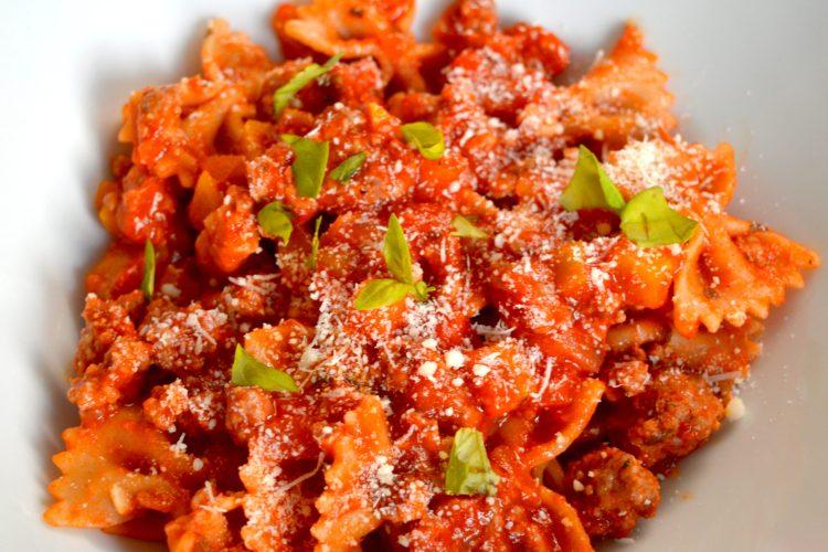 sauce bolognaise, pasta al radu, sauce tomate, pates