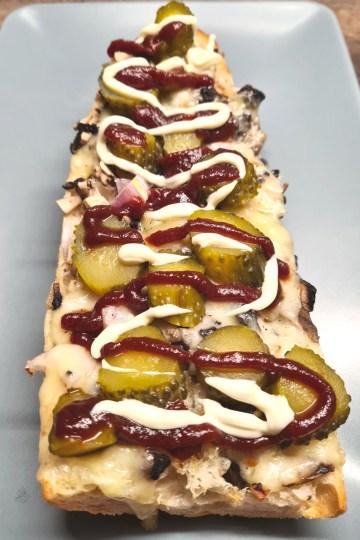 zapiekanka, baguette gratinée, champignons