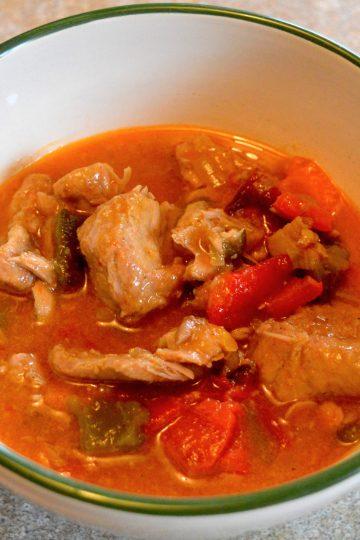 goulash, poivrons, porc en sauce, plat polonais