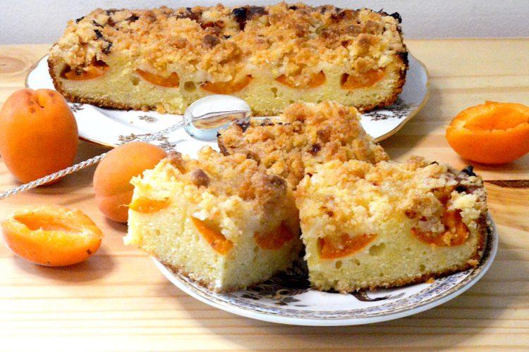 gâteau, abricots, crumble